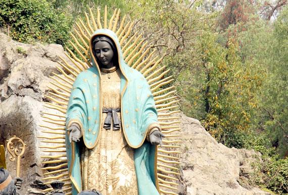 virgen de guadalupe sobre una piedra