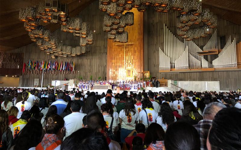 Misiones Semana Santa misa en la basílica